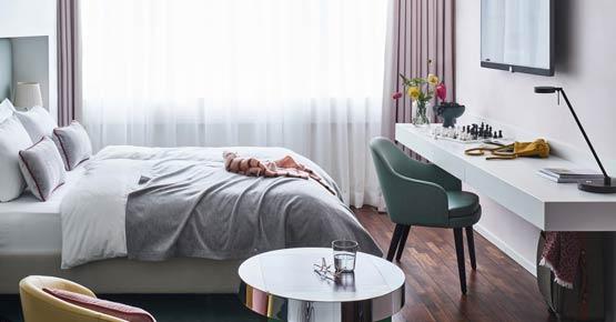 Superior Zimmer mit 1,60 m breitem Bett, Loewe TV und Illy Kaffeemaschine