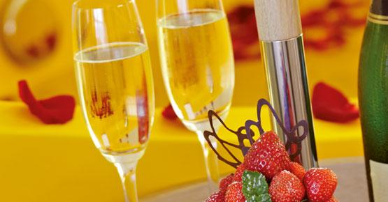 Ein Rosenblütenbad, Champagner und Erdbeeren