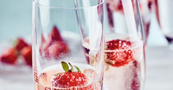 Champagner und Erdbeeren bei Anreise