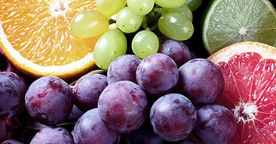 Obstkorb und Mineralwasser bei Ankunft auf dem Zimmer