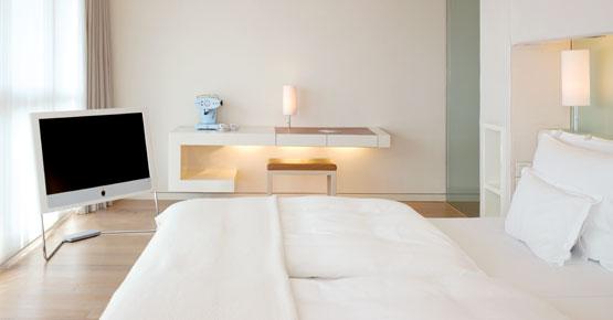 Suite XXL mit King Size Bett und Loewe Flatscreen