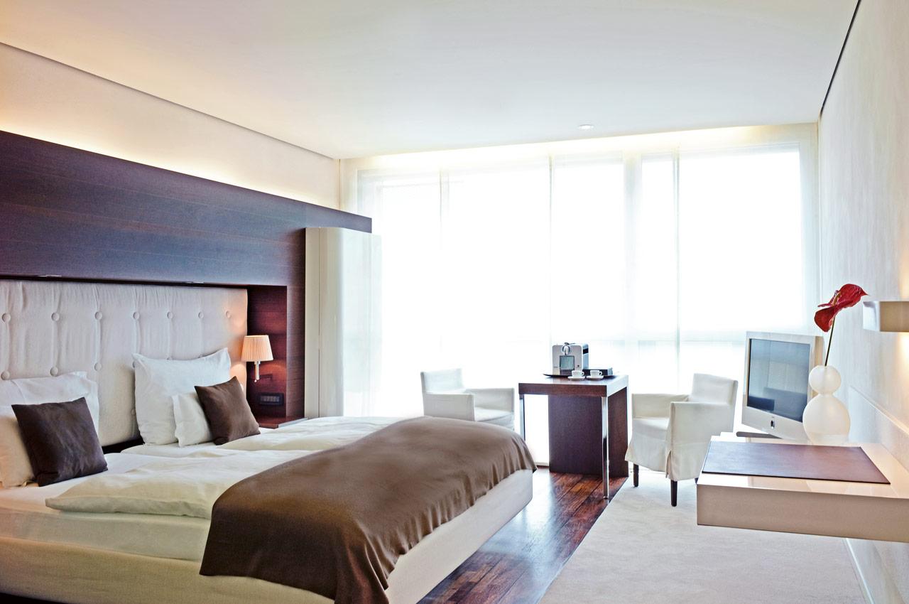 SIDE Hotel – Business Zimmer mit King Size Bett und Nespresso Kaffeemaschine