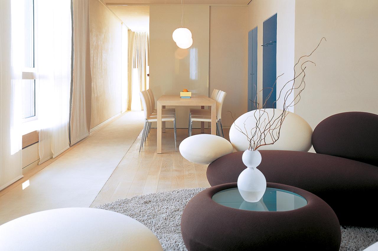 SIDE Hotel – Suite XXL mit Sitzecke und Esstisch