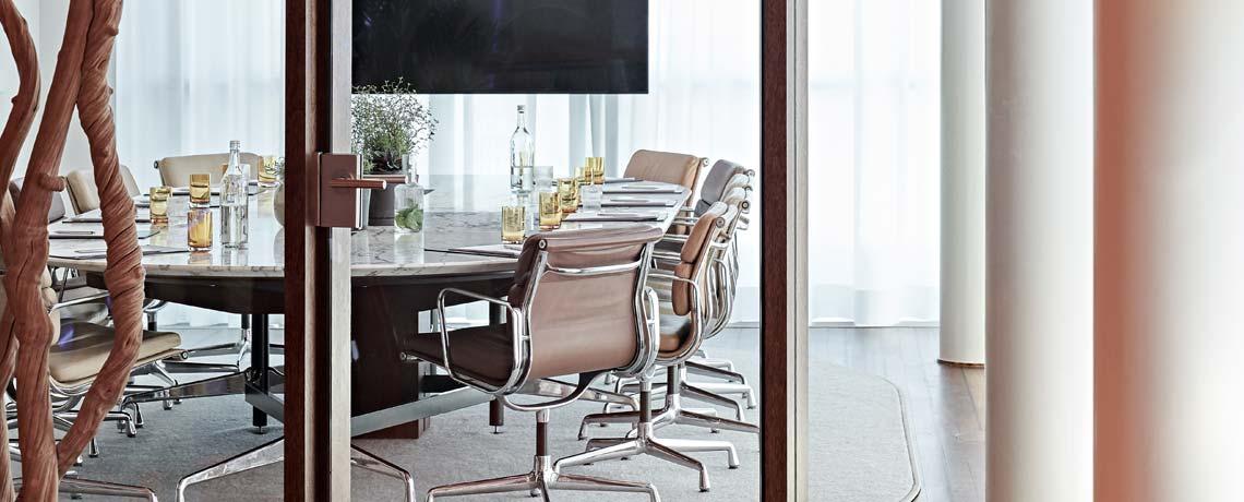 Executive Lounge mit Zugang zur Dachterrasse und zur Sky Lounge.