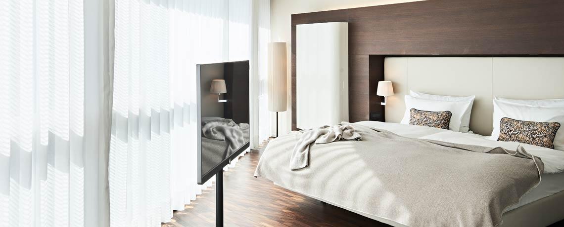 Die geräumigen Executive Zimmer verfügen u.a. über einen Loewe Flatscreen