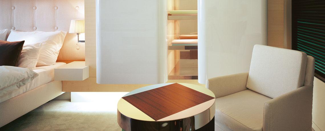 Superior Zimmer Sessel und Tisch