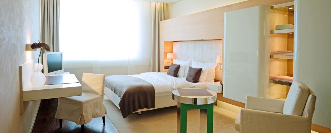 Superior Zimmer mit Doppelbett und Loewe TV