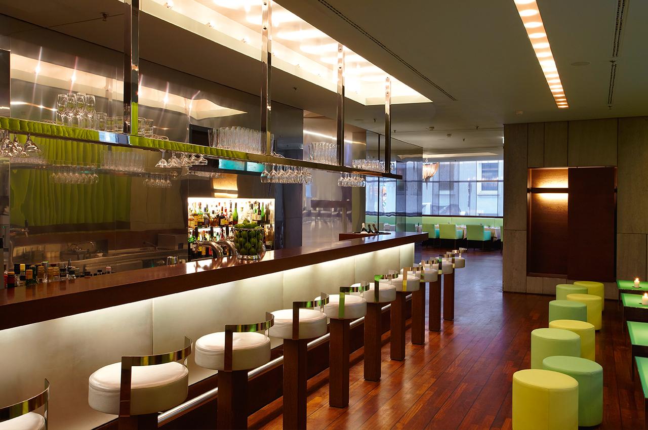 meatery bar + restaurant – Bar mit Blick in den Gastraum
