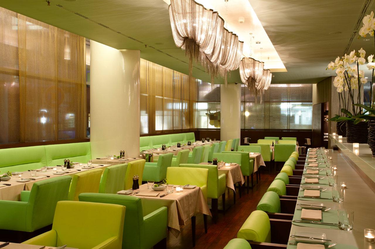 meatery bar + restaurant – Gastraum Abendstimmung